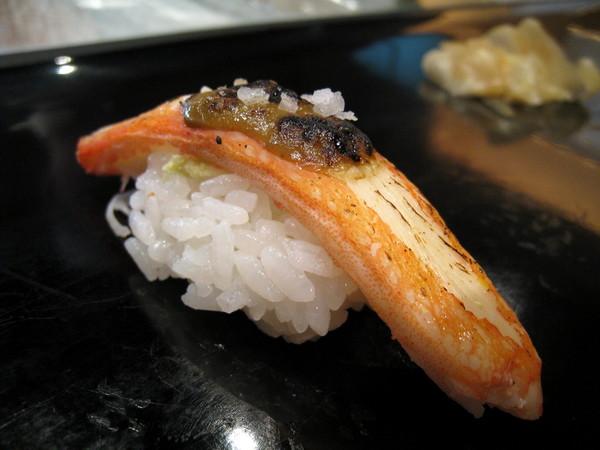 這是我第一次吃蟹腳壽司,還不錯