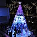 這座巨型聖誕樹的噱頭也是會變色