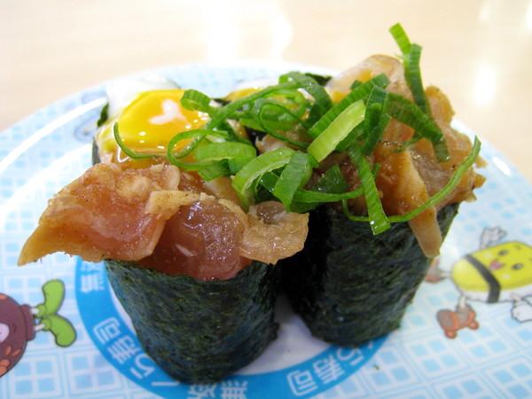 加了半熟溫泉蛋的牛肉(?)壽司