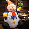 回家路上大白堅持要去Harbee's買草莓蛋糕,店內充滿聖誕氣氛