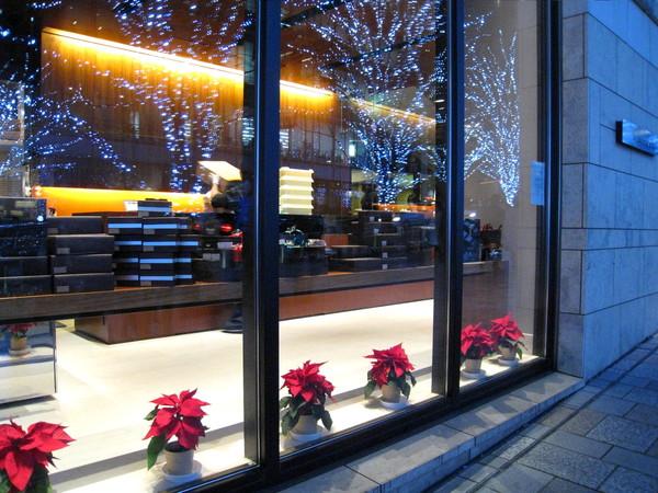 六本木Hills上高級巧克力店的櫥窗也少不了聖誕風情