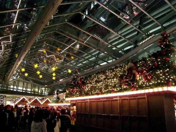 六本木Hills購物中心內儼然聖誕園遊會