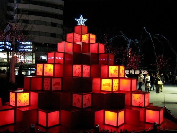 六本木Hills中庭廣場上的大型燈飾