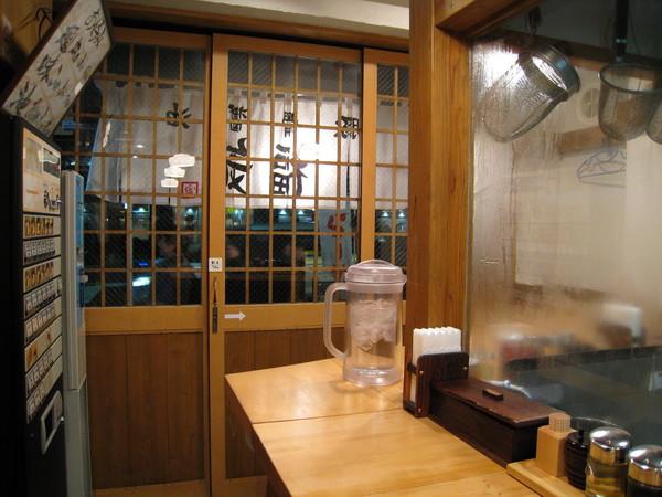 剛進門時店內客滿,等我們吃完竟然空了