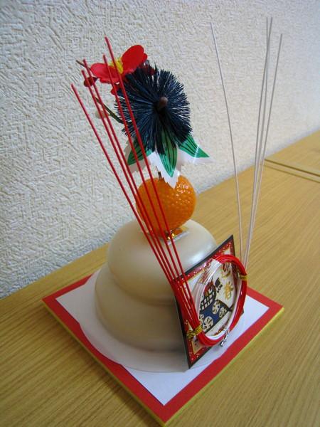 從側面可以清楚看到兩層相疊的日式年糕