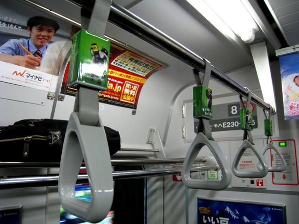 無所不在的Suica企鵝:車廂把手上的貼紙