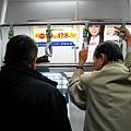 無所不在的Suica企鵝:車廂把手與歐吉桑
