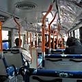 匆匆吃完午餐,跳上往東京入國管理局的公車