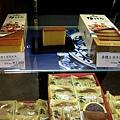 最後選了一盒1200日圓的蜂蜜蛋糕,畫面左上角那個