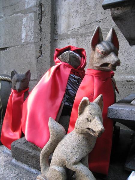 狐狸的表情都很猙獰,難怪大白說拜狐狸是種帶點邪惡色彩的信仰