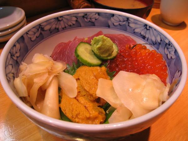 海膽十分美味,但鮪魚和鮭魚卵的表現都嫌普通