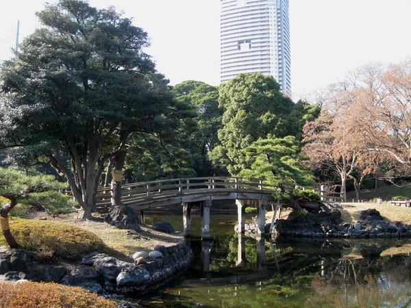 小橋流水是日式庭園必備的元素