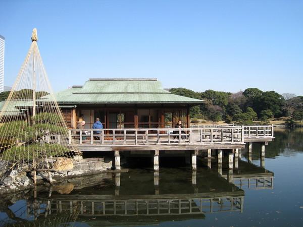 還真的有不少遊客在這裡喝茶看風景