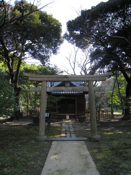 園內也有個迷你的神社