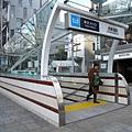 再往前走幾步就是表參道電車站