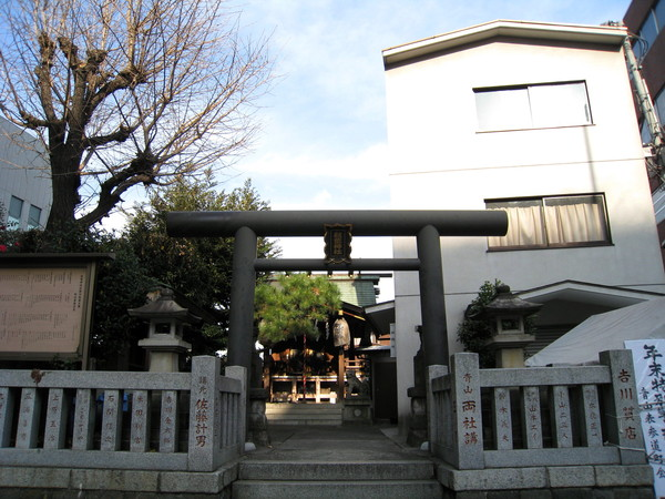 這座神社有個漂亮的名字叫「秋葉」