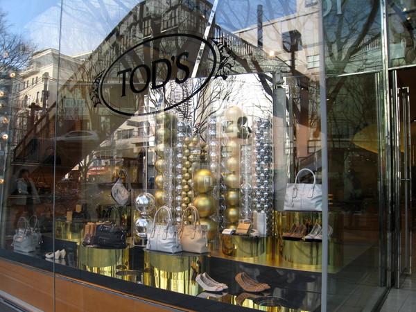 大白很喜歡Tod's的鞋子,差點就被吸進店裡去
