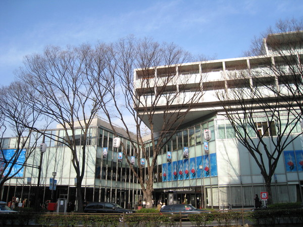 表參道Hills是座複合式購物中心,是建築大師安藤忠雄近年的代表作之一
