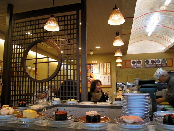 這個年假好像天天都在吃壽司,因為大白是個貪食鬼