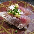 接著又陸續點了竹莢魚握壽司