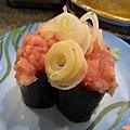 蔥花鮪魚壽司,蔥花不是我喜歡綠色蔥花,味道不對勁