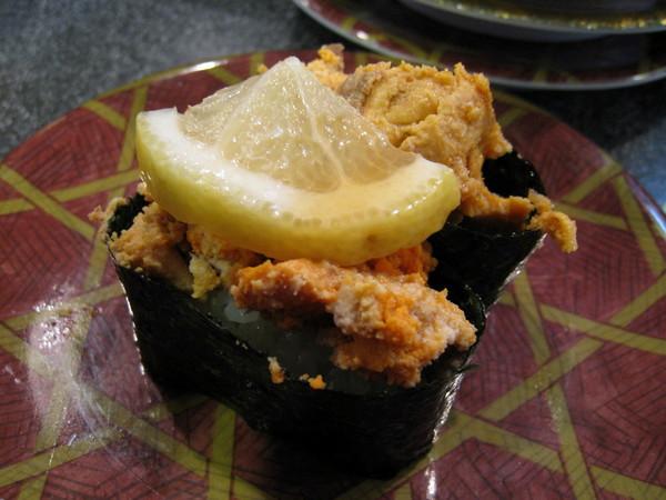 安康魚軍艦壽司....還滿好吃,但一定要這麼醜嗎?