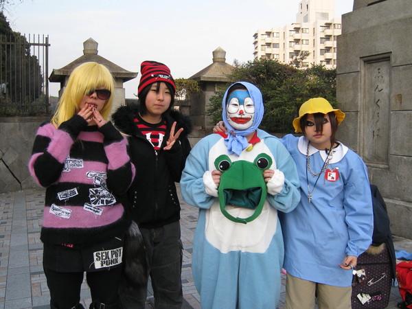 今天不是週末假日,所以只看到一組扮裝青少年