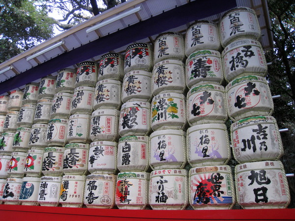 這些酒樽,是造酒廠們聯合奉獻給神宮的