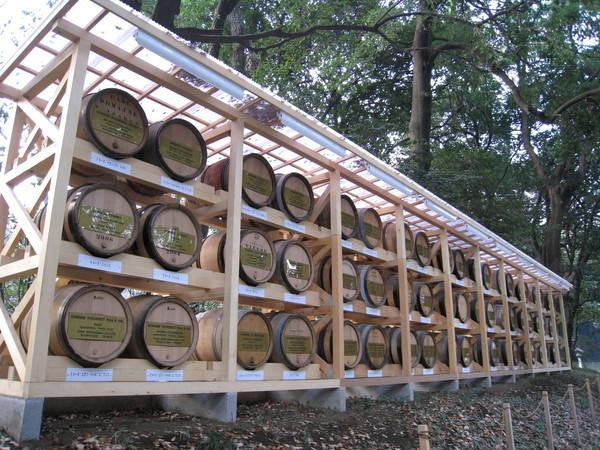 除了清酒樽,另一側還有葡萄酒桶