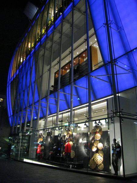 Zara的櫥窗也很耀眼