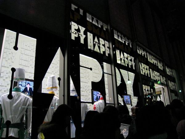 店內也有LCD螢幕不斷放送SMAP成員主持的綜藝節目