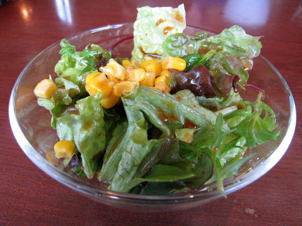附餐沙拉很清爽,補足近日來沒攝取夠的青菜