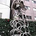 網代公園中,日本藝術家一色邦彥的作品「碧翔」