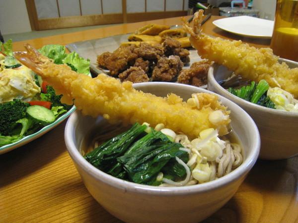 日本習俗在大晦日要吃蕎麥麵跨年,取其長壽之意