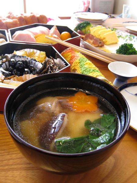 好喜歡日式年糕鹹湯,白胖軟黏的麻糬差點噎死笨媳婦