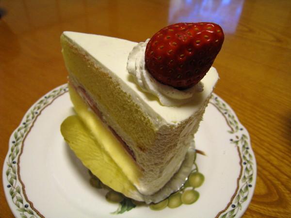 大白照例選了草莓蛋糕,但我們一致認為它比不上常吃的Harbee's