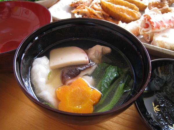 在眾多冷菜中,我還是最愛年糕鹹湯