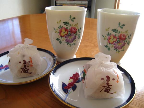 即使已經這麼飽,飯後婆婆還是端出熱茶和甜點