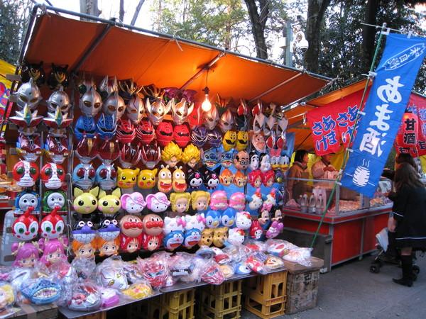 結束參拜行程天色漸暗,順便逛逛神社大道上的攤位