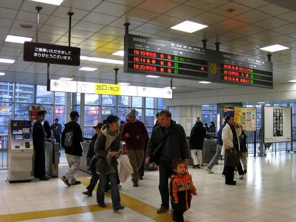 途中要到新宿站轉車