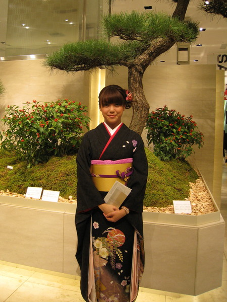 順道逛新宿大葉高島屋,和服迎賓小姐大方接受拍照