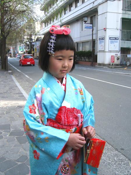 巧遇剛去水前寺參拜完,正要回家的和服小女孩