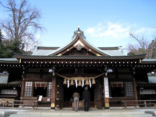 出水神社的正殿,規模不大,和明治神宮等大神社相比,反而親切可愛
