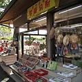 小店裡賣的產品很普通,以唬觀光客的成份居多