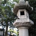 吃蕃薯麻糬時,成趣園外的石柱上有鴿子虎視眈眈
