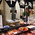 回到熊本市區,逛百貨公司「鶴屋」的美食街