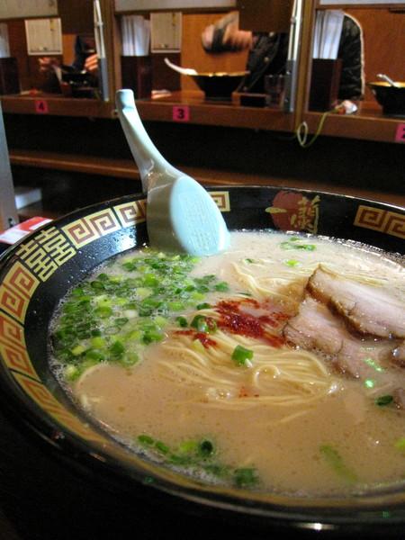 壽司評論:辣醬不錯,叉燒不怎樣,麵條和湯頭普通,下次再試試別種組合吧