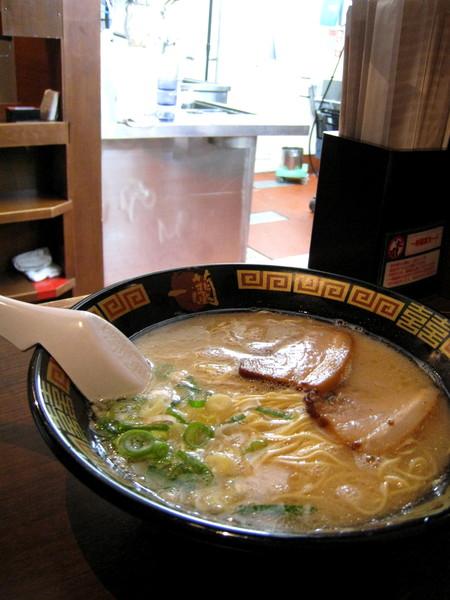 大白感想:這碗麵吃不出什麼特色,為什麼比「桂花拉麵」貴上許多?