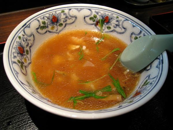 又變出一碗日式雜煮,稍鹹的拉麵湯也能喝光光