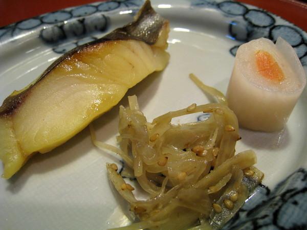 今天的烤魚很好吃,連不吃熟魚的我都吃完了